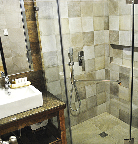 hot and cold Shower big bathroom complete amenities dive resort